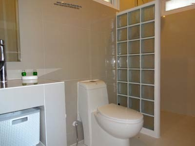 photo 38 english, Italian shower white bathroom of queen size bedroom has purple koh samui